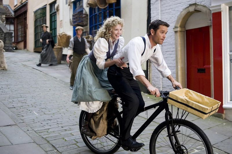 Lisa Faulkner and Yannick Bisson - small
